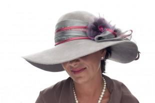 Velký klobouk s mašlí