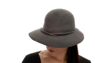 Šedý klobouk s prolisem
